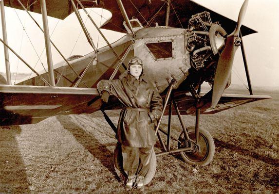Даница Томић, прва жена пилот, 1928, ИАБ, Пф Г.