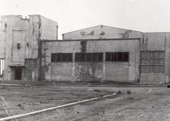 Логор Сајмиште, павиљон бр. 5. Од 8. 12. 1941. до 10. 5. 1942 – Јеврејски логор Земун, у коме је страдало 6.320 Јевреја. После маја 1942. до јула 1944 – Прихватни логор Земун, кроз који је прошло 31.972 заточеника. У логору и непосредно после одвођења из логора страдало је 10.636 заточеника, ИАБ, Зф РП и НОБ и социјалистичке изградње.