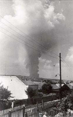 Шелов магацин нафте на Чукарици, погођен од стране савезничке авијације, Београд, 1944, ИАБ, Зф.