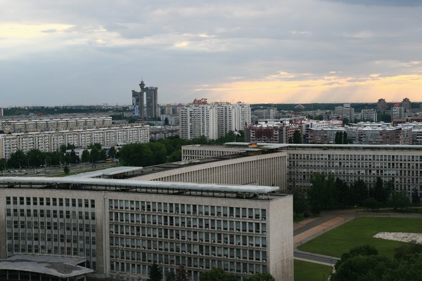 A view of the new Belgrade: Palace of Serbia (Palata Srbije), apartment blocks and Western City Gate (Zapadna Kapija Beograda) – Genex Tower (Kula Geneks). Today Novi Beograd is a place of sun, space and greenery, developed on the concept of the great French architect Le Corbusier, Belgrade, 2009, IAB, Zf digitized format.