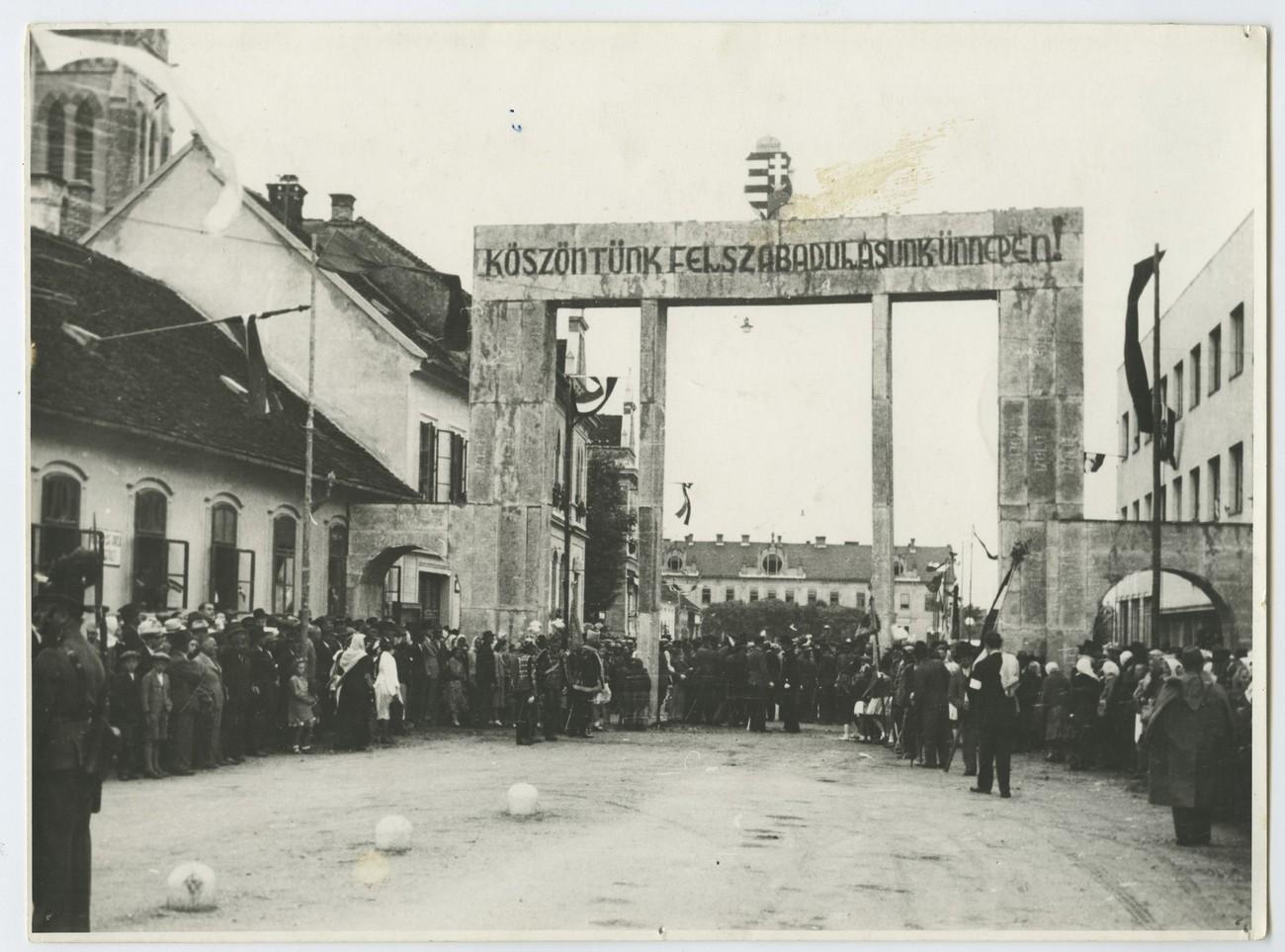 "A triumphal arch bearing the inscription ""We Salute You on Liberation Day"" erected in Murska Sobota at a ceremony on 29 June 1941. Source: Pomurski muzej Murska Sobota."
