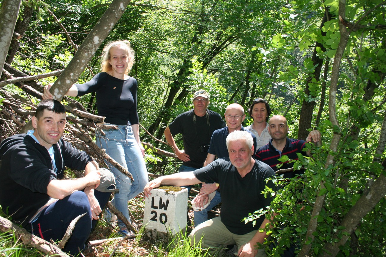 Researchers (from left to right: Matija Zorn, Maruša Nartnik, Božo Repe, Bojan Balkovec, Božidar Flajšman, Peter Mikša in Borče Ilievski) at the boundary marker beneath the homestead Domačija Pr'Mahačk near the hill Polhograjska Grmada. Author: Božidar Flajšman.