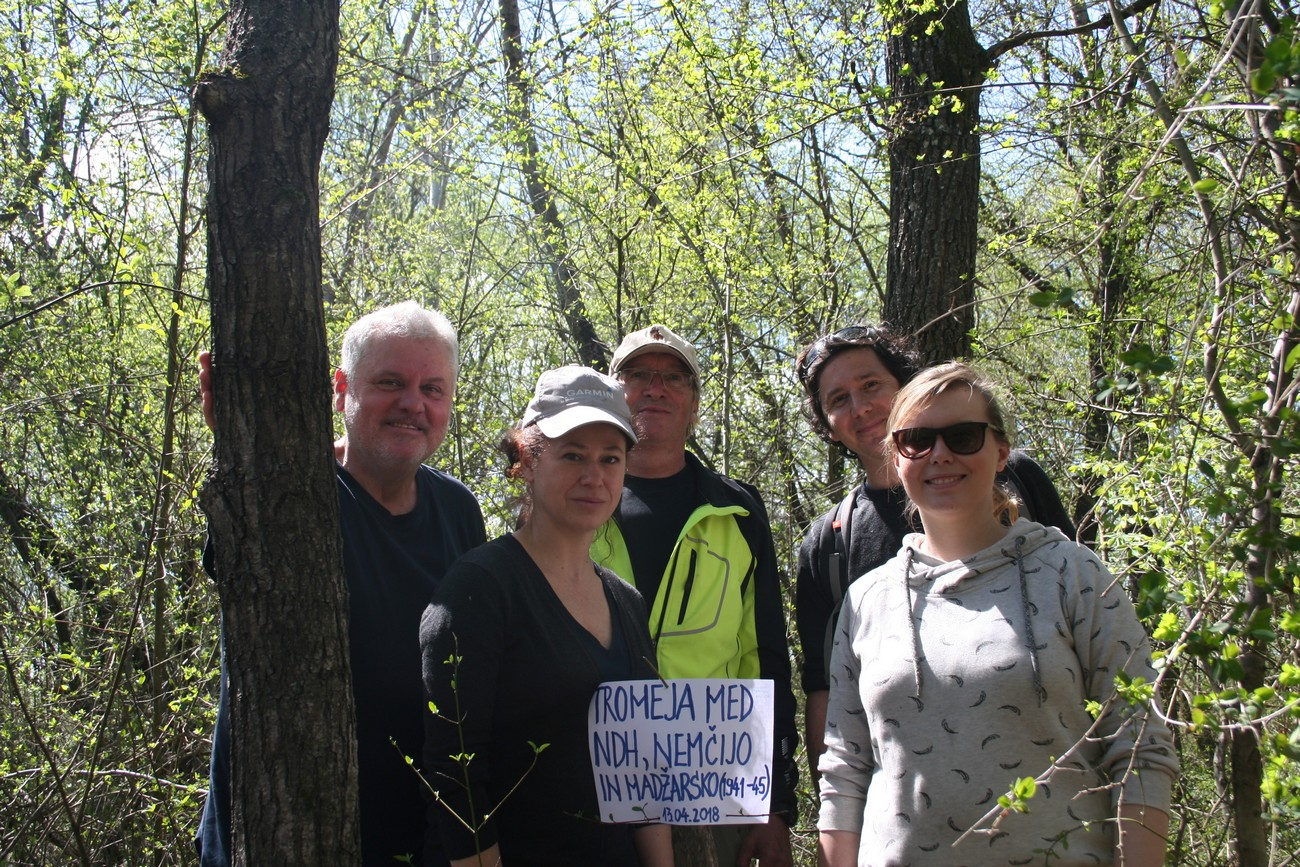 The photograph shows the research team (from left to right: Božidar Flajšman, Darja Kerec, Božo Repe, Peter Mikša in Kornelija Ajlec) marking the tripoint with an improvised inscription. On 13 April 2018, the research team marked a tripoint between Germany, Hungary and the Independent State of Croatia on the over grown right bank of the Drava River, south of Središče ob Dravi on today's Croatian side. No physical remains of the former state border can be found in this flooded, muddy region, rich in vegetation. Author: Božidar Flajšman.