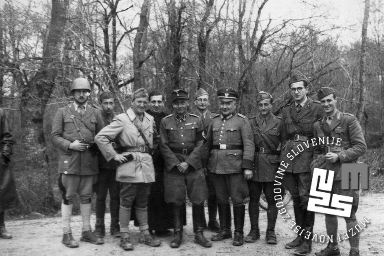 Italijanski in nemški vojaki na meji pri Raki na Dolenjskem. MNZS.