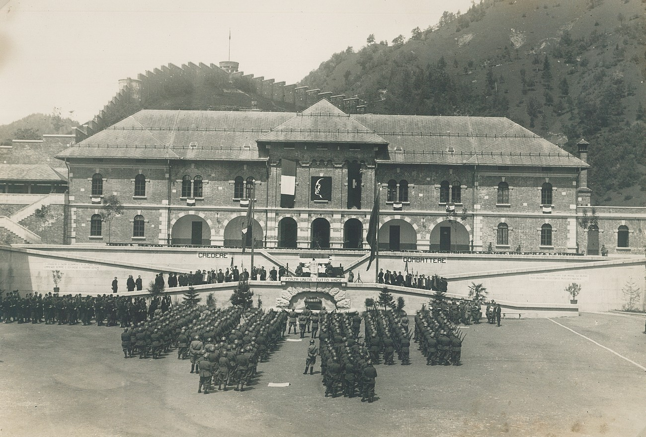Beneath Kobalove Planine hills, a barracks Caserma maggiore Brighenti was built in 1933 to accommodate the Italian troops. It served its purpose up until the Italians retreated from Idrija in September of 1943. Private archive of Slavko Moravec, Idrija War Museum.