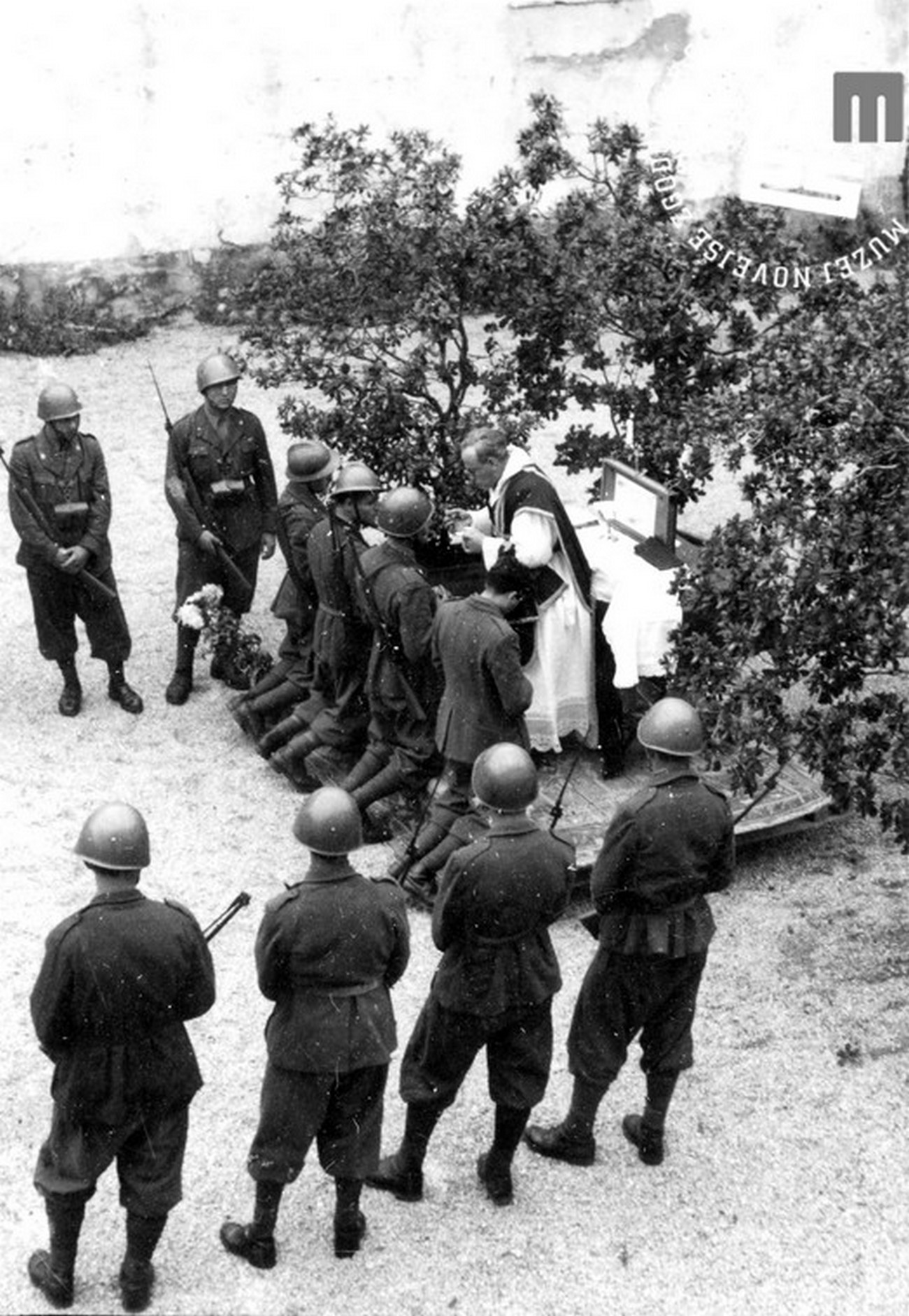 Italian soldiers took part in religious ceremonies in the occupied areas. Wearing full military gear, they attended the Easter Day Mass alongside the local population on 13 April. In the photograph, we can see Italian soldiers receiving Holy Communion in Vrhnika. MNZS.