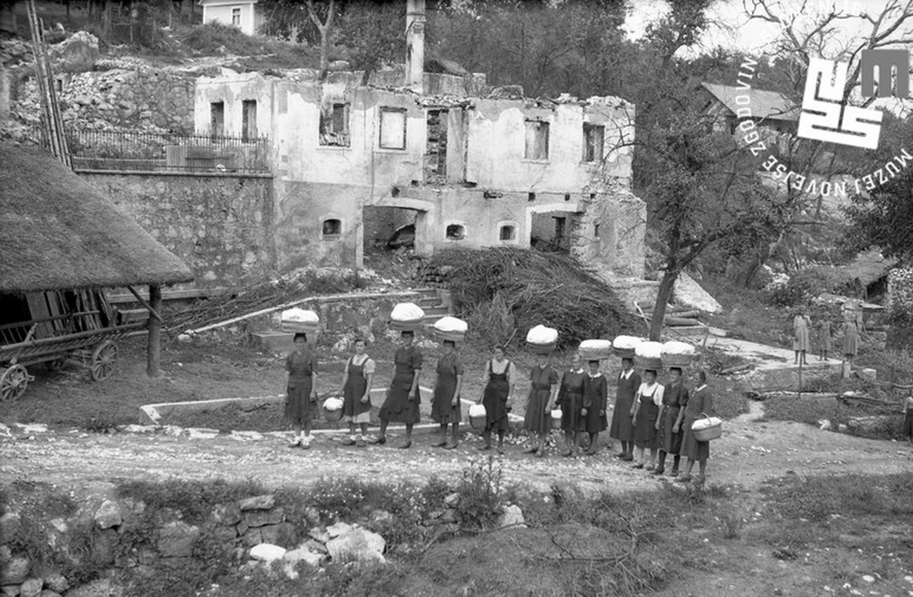 Bojanja vas, ki so jo požgali Italijani. Avtor fotografije: Daro (Božidar) Kopinič. MNZS.