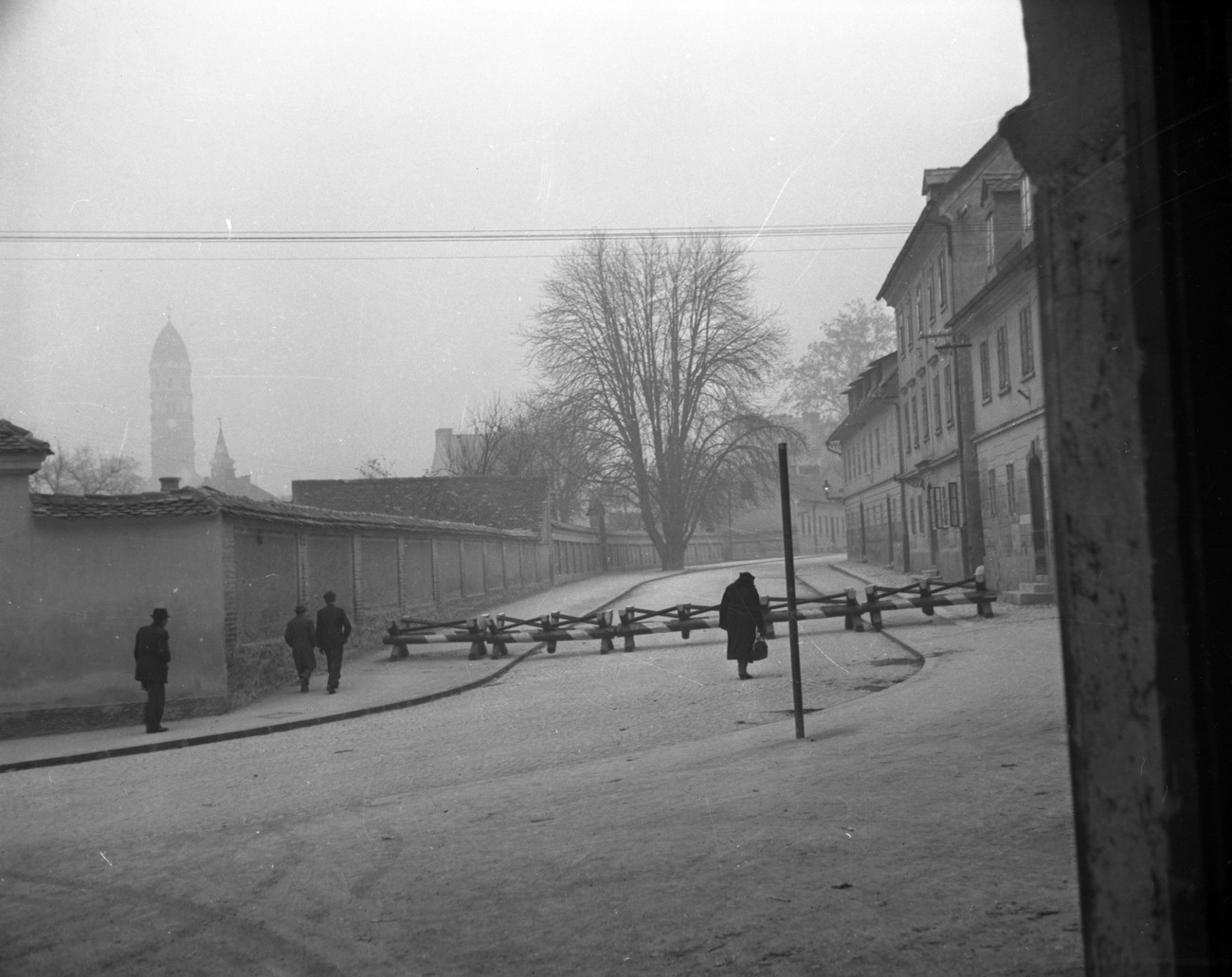 Czech Hedgehogs at Streliška street. The Italian occupation authority not only set up an exterior wire ring but also an interior ring around the city centre, which was supposed to be completed by October 1943. The total 34 checkpoints, for which they used 225 Czech hedgehogs (1.25 to 3 m long), were erected next to main buildings of the Italian civilian authority, Carabinieri posts and barracks which had been additionally fortified and protected with wire. Author: Jakob Prešern. MNZS.