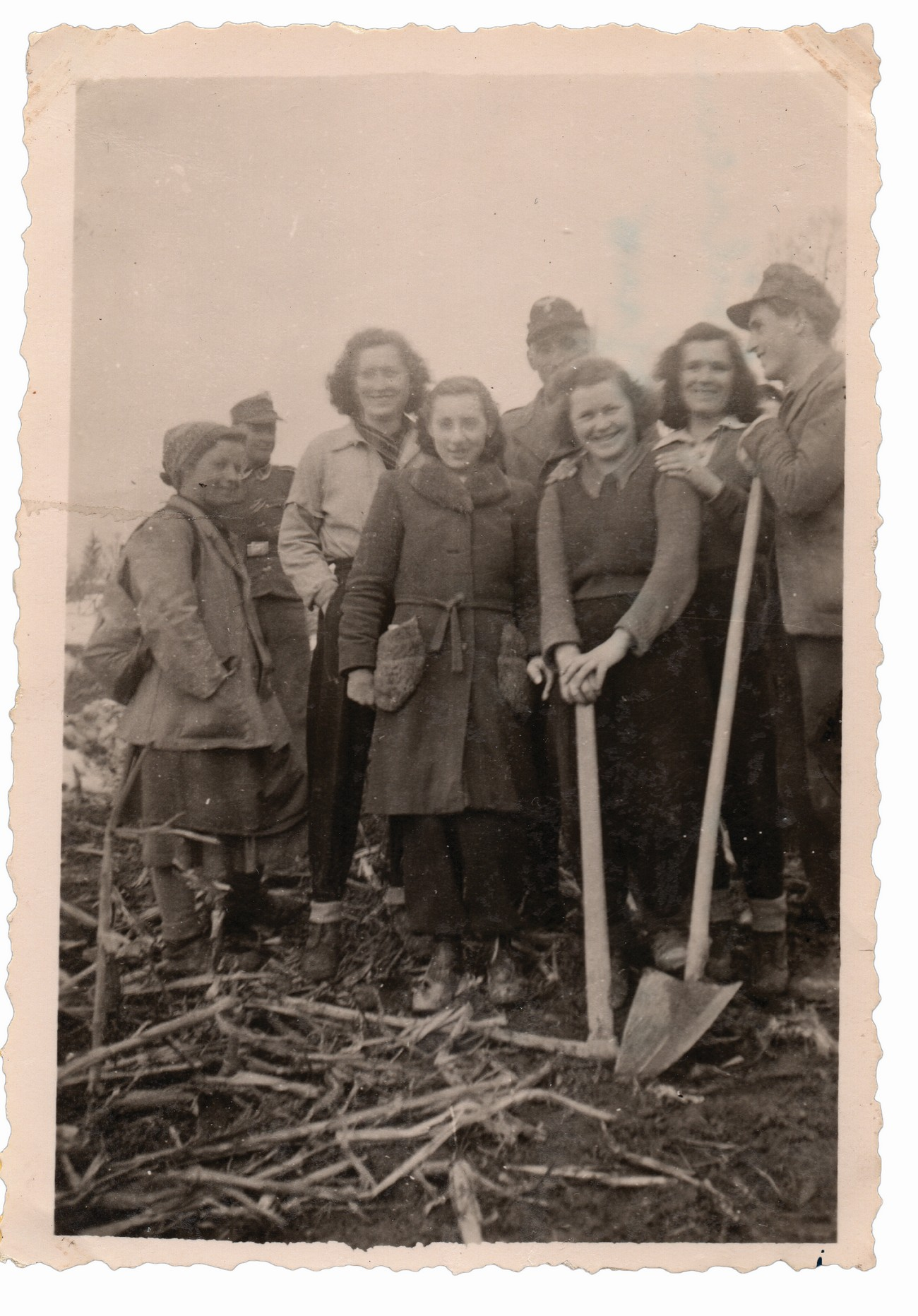 The picture depicts Vida Urgl (fourth from left, born 1927) in the middle of a group of Ljubljana residents mobilized by the Germans during the occupation in 1945 to dig fire trenches around Ljubljana as part of the Labour Service (Arbeitsdienst). Archive of Vida Urgl.