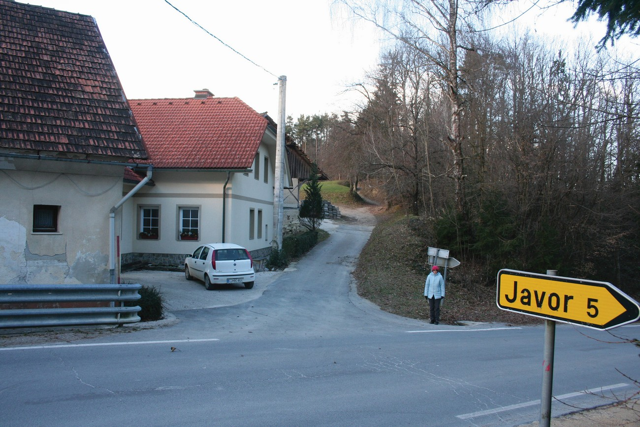 Preval Pečar, kjer je po pripovedovanju domačinov bila rampa oz. mejni prehod med Italijo in Nemčijo. Avtor fotografije: Božidar Flajšman.