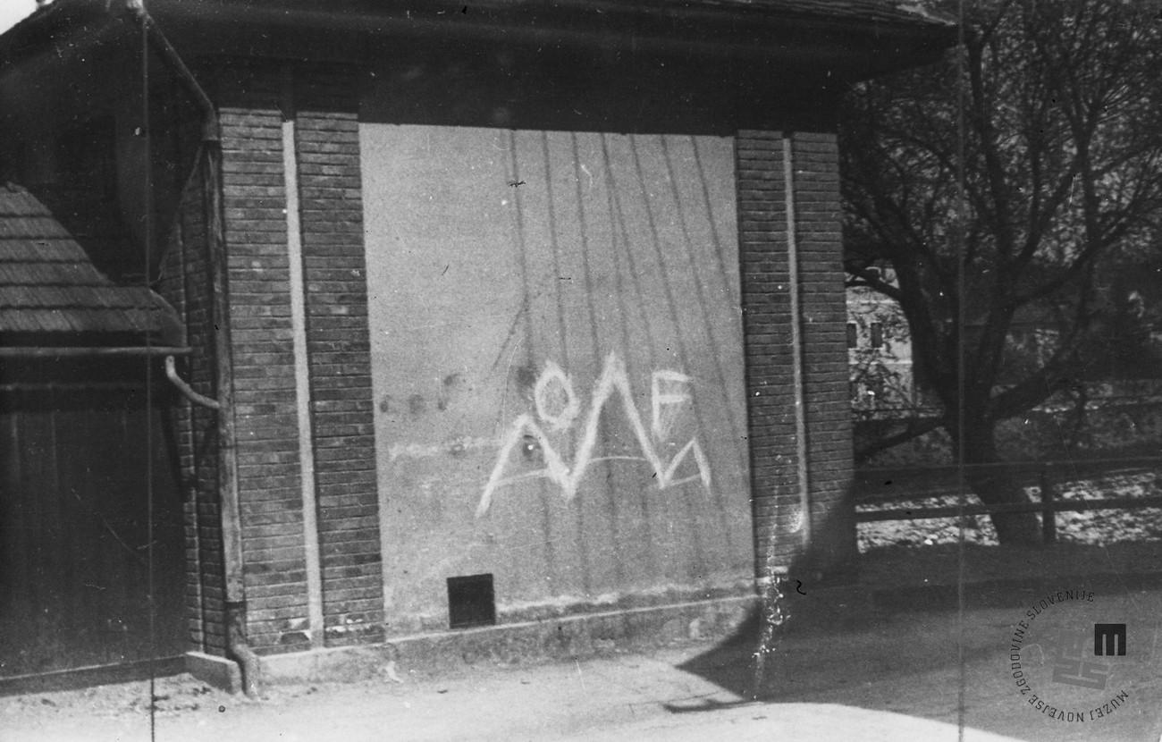Eno od znamenj odpora so bili tudi napisi OF, ki so se pojavljali v mestu. MNZS.