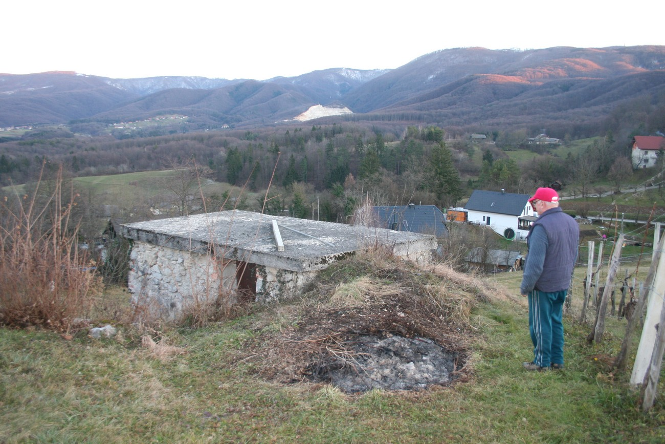 Remains of an Italian bunker in Tolsti Vrh near Šentjernej; the slopes of the Gorjanci Hills are clearly visible in the background. Author: Božidar Flajšman.