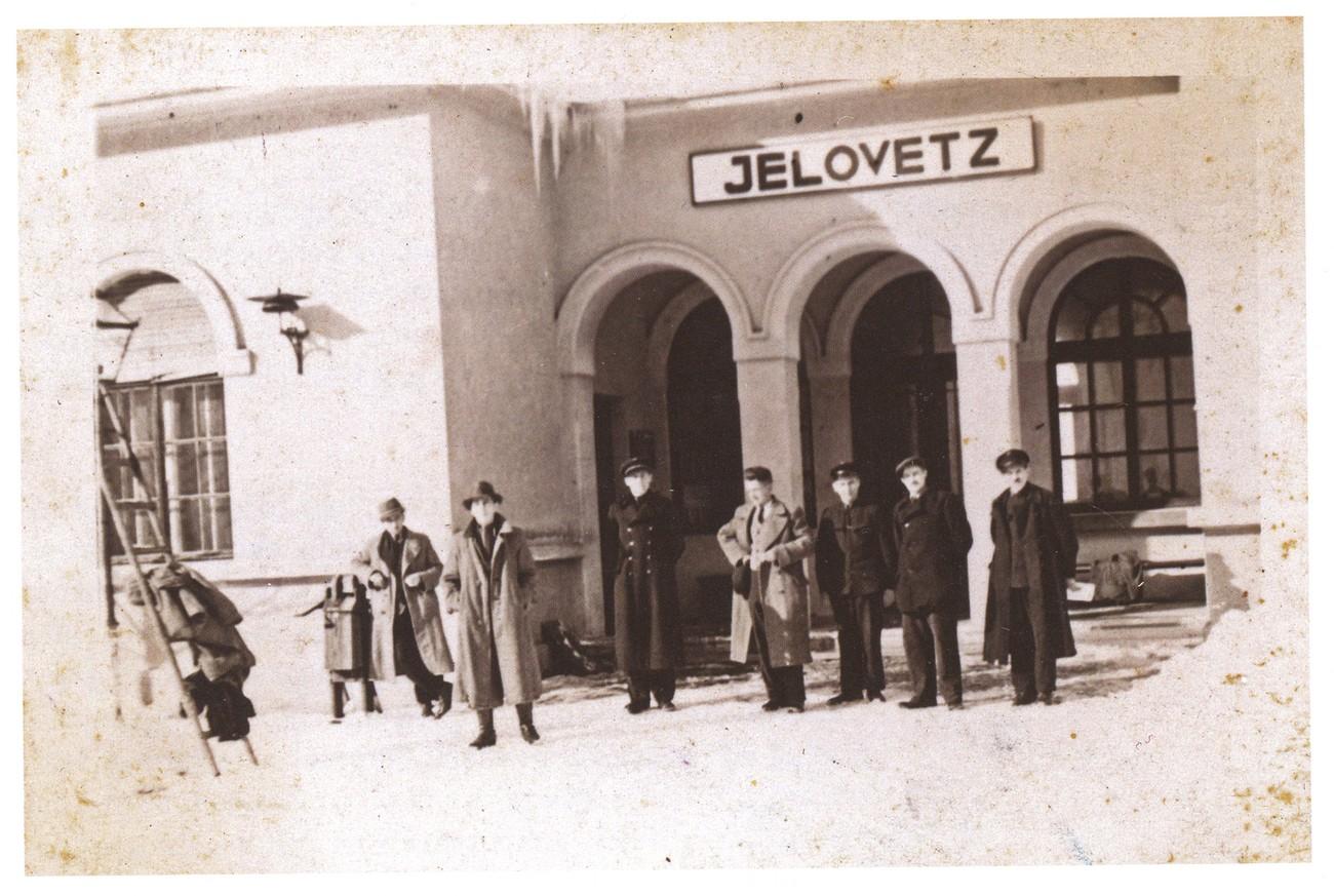 Postaja Jelovec iz 1942. Fotografijo hrani: Dušica Milost.