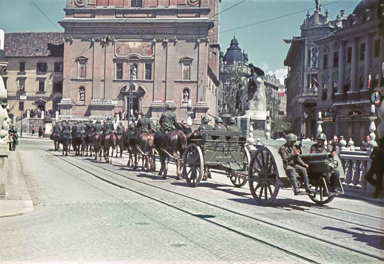 Italian troops in Ljubljana (June 1941). MNZS, Author: Jakob Prešern.