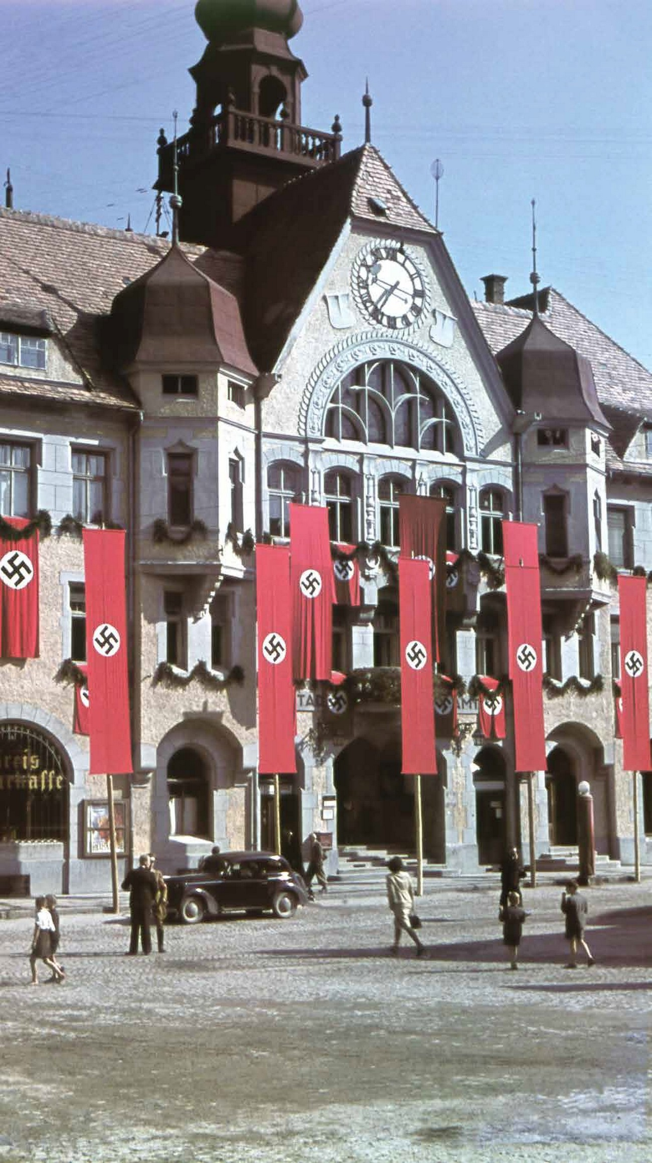 Town Hall in Ptuj adorned with German flags. MNZS.