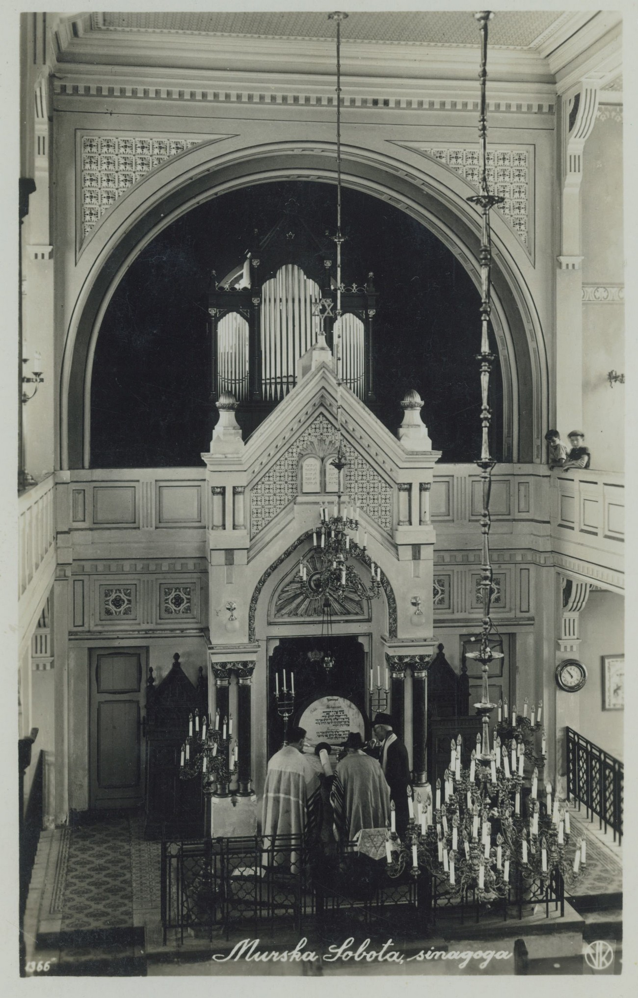 The interior of the Murska Sobota synagogue, or more precisely, the Israelite temple, built in 1908 but demolished in 1954 by local communist authorities. The photograph is kept by Bojan Zadravec.
