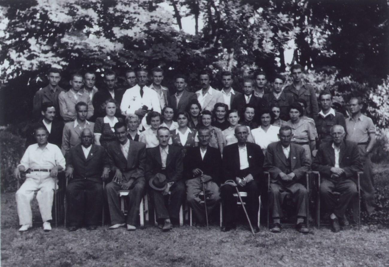 Camp survivors in June 1945 in Murska Sobota. Among them, there are 16 Prekmurje Jews. The photograph is kept by Bojan Zadravec.