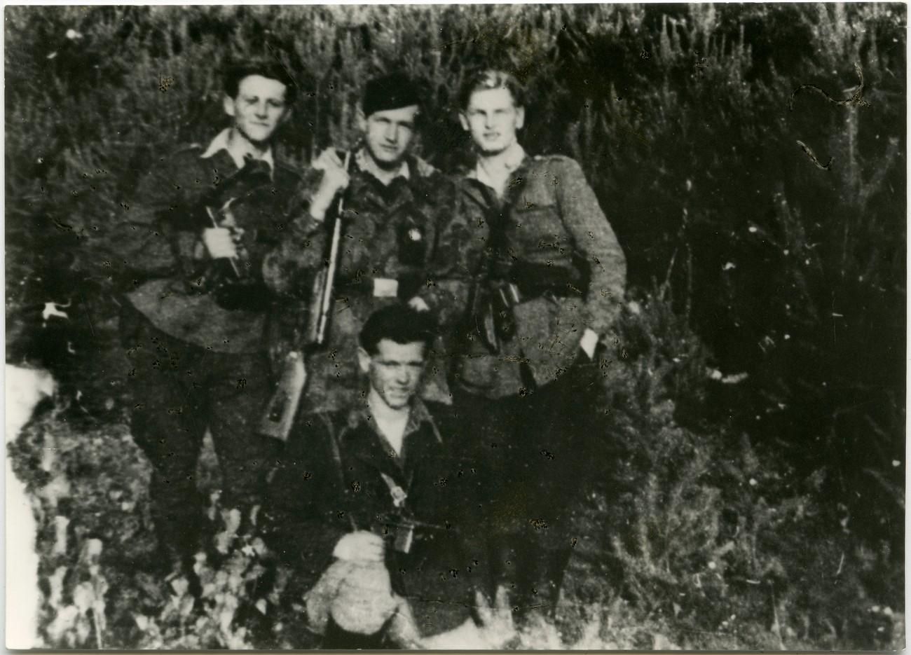 Narodni heroj Dane Šumenjak (prvi z desne) s soborci; 22. oktobra 1944 je padel v boju v Vaneči. PMMS.