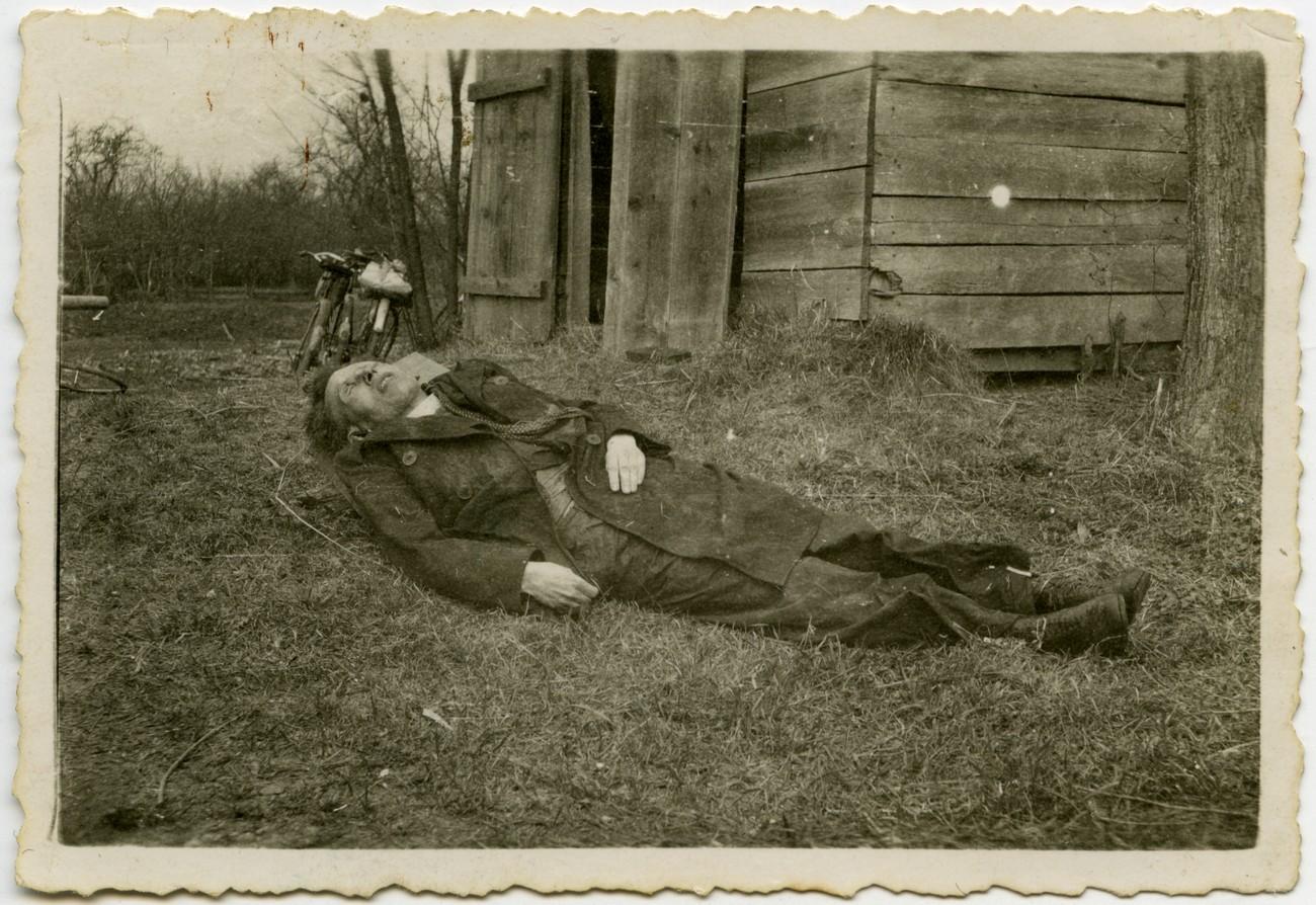 Danijel Halas. Zadnja žrtev Madžarov ali prva žrtev nove oblasti? PMMS. Danijel Halas je bil za duhovnika posvečen leta 1933. Po krajšem službovanju v Ljutomeru je bil leta 1934 imenovan za kaplana v Dolnji Lendavi. Od leta 1938 pa vse do smrti leta 1945 je deloval v novonastali župniji Velika Polana, od leta 1939 kot župnik. Zaradi obtožbe o sodelovanju s komunisti so ga madžarske oblasti jeseni 1941 zaprle. Po devetih mesecih so ga izpustili iz zapora in smel se je vrniti med svoje vernike. Ko se je 16. marca 1945 v večernih urah vračal iz Dolnje Lendave, so ga neznanci pri kraju Hotiza zgrabili, ga surovo pretepli in odvlekli do Mure, kjer so ga ustrelili v glavo, truplo pa vrgli v reko.