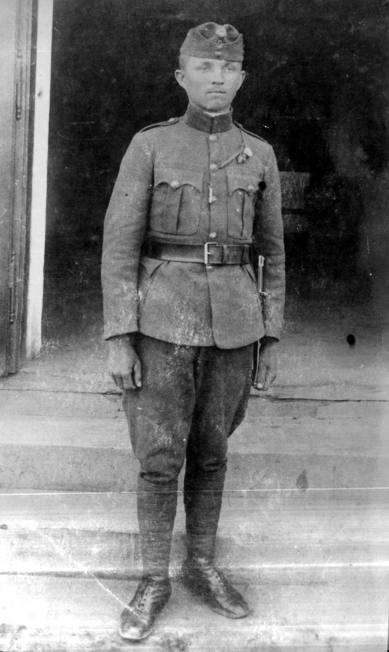 Vojak Jožef Sukič (Szukics József) iz Gornjega Senika na fotografiji iz leta 1930. Med drugo svetovno vojno, ko je bil ponovno mobiliziran, je izginil na fronti. Fotografijo hrani Marija Mukič.